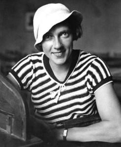 Ella Maillart en tenue de marin